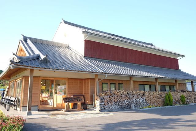 チーズ工房「三良坂フロマージュ」で、搾りたてミルクを使用したフロマージュブランを購入[三次市三良坂グルメ]